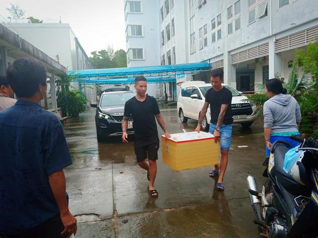 Nghĩa tình hộp cơm, tấm áo trong đợt lũ lụt chưa từng có ở Phú Quốc - 5