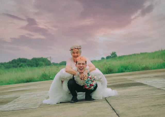 Câu chuyện xúc động phía sau bộ ảnh bà nội 89 tuổi mặc váy cưới - 5