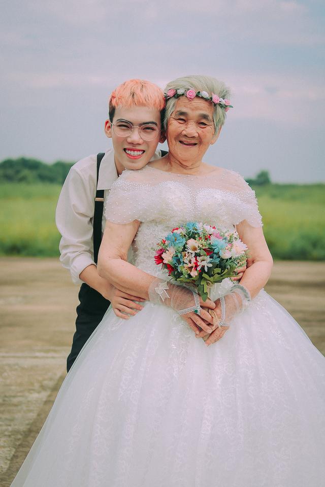 Câu chuyện xúc động phía sau bộ ảnh bà nội 89 tuổi mặc váy cưới - 1