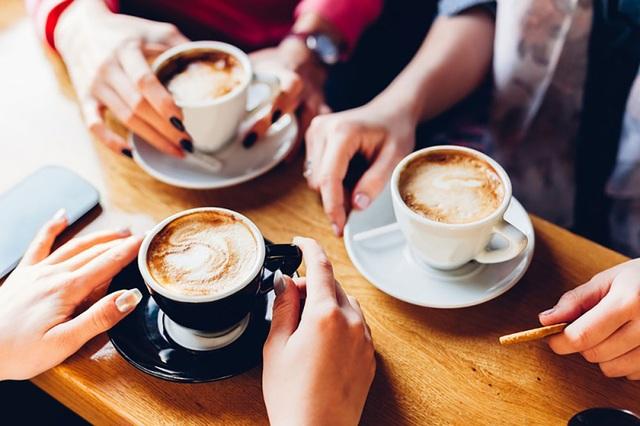 """Uống nhiều đồ uống chứa caffeine có thể """"kích hoạt"""" chứng đau nửa đầu - 1"""