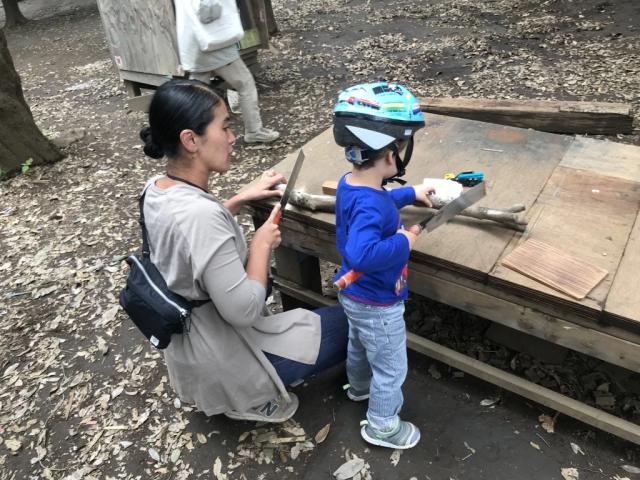 Công viên kỳ lạ - Nơi khuyến khích trẻ nhỏ chơi đùa cùng búa, dao, cưa - 1
