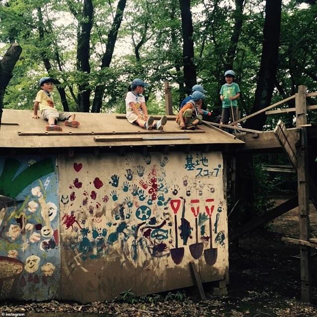 Công viên kỳ lạ - Nơi khuyến khích trẻ nhỏ chơi đùa cùng búa, dao, cưa - 6