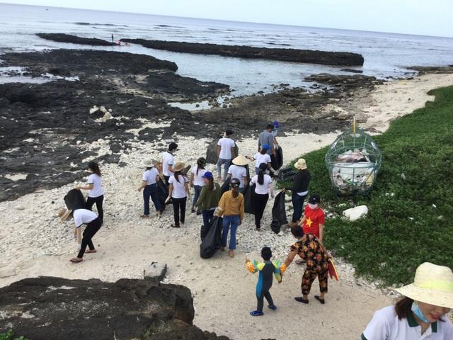 Nhân viên khách sạn Mường Thanh cùng tham gia chiến dịch làm sạch môi trường - 4