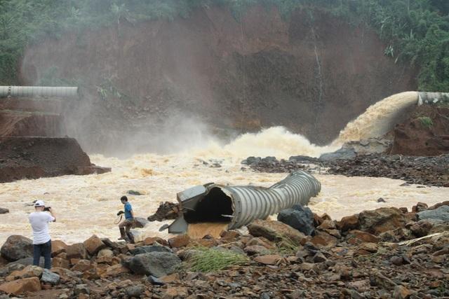 Mở được van xả tràn, đập thủy điện thoát nguy cơ vỡ - 3