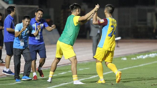Thắng Nam Định, đội cuối bảng Khánh Hoà áp sát Thanh Hoá - 2
