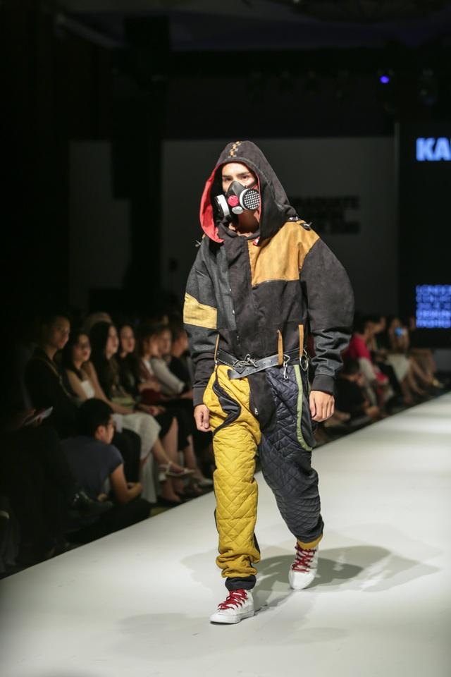 Mặt nạ phòng độc, dù, màng lọc không khí... vào bộ sưu tập thời trang sinh viên - 1