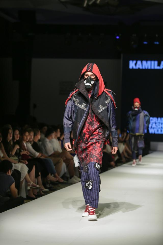 Mặt nạ phòng độc, dù, màng lọc không khí... vào bộ sưu tập thời trang sinh viên - 6