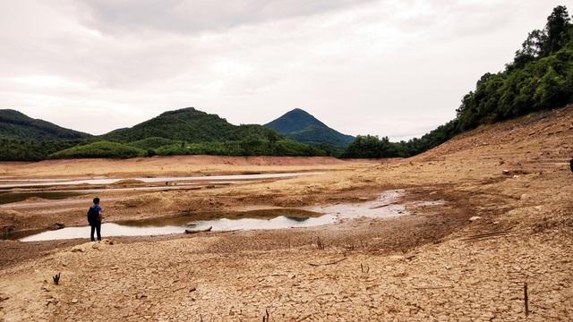 Nhiều hồ đập khô cạn chưa từng thấy do cái nóng 40 độ ròng rã nhiều tháng - 7