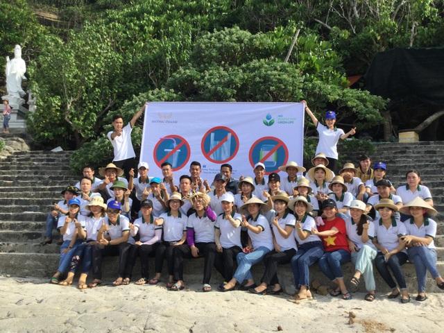 Nhân viên khách sạn Mường Thanh cùng tham gia chiến dịch làm sạch môi trường - 15