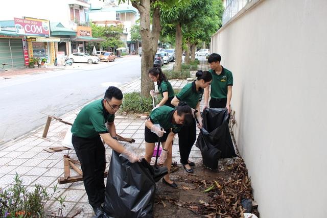 Nhân viên khách sạn Mường Thanh cùng tham gia chiến dịch làm sạch môi trường - 5