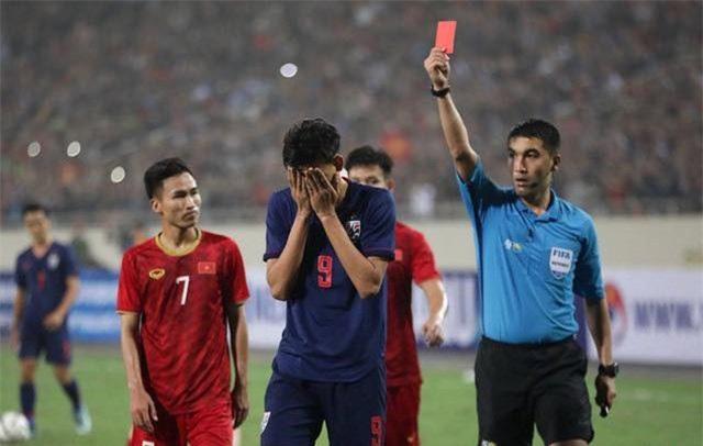 """Bóng đá Thái Lan đang vào chu kỳ """"hoảng loạn""""?"""