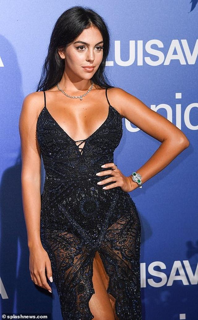 Vanessa Hudgens diện váy trễ nải khoe ngực đầy đặn - 13