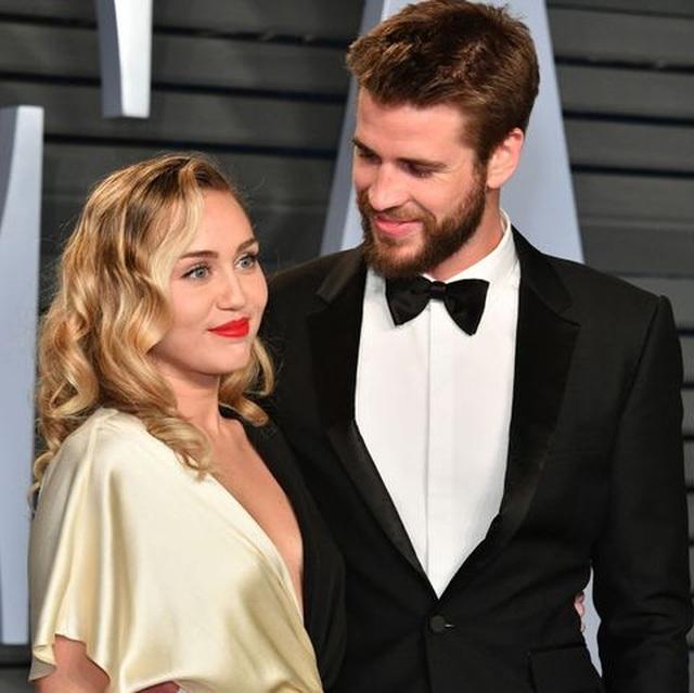 Miley Cyrus chia tay chồng sau gần 1 năm kết hôn - 1