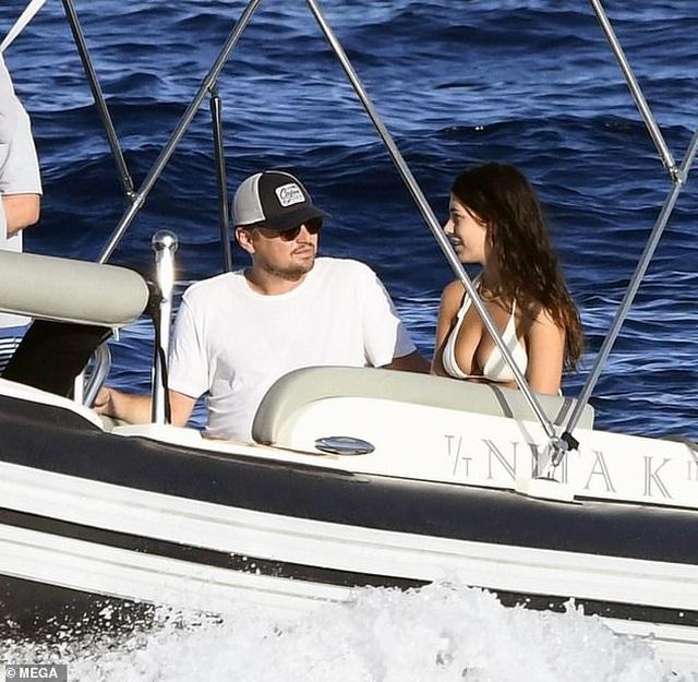 Leonardo DiCaprio và bạn gái tình tứ trên du thuyền - 3