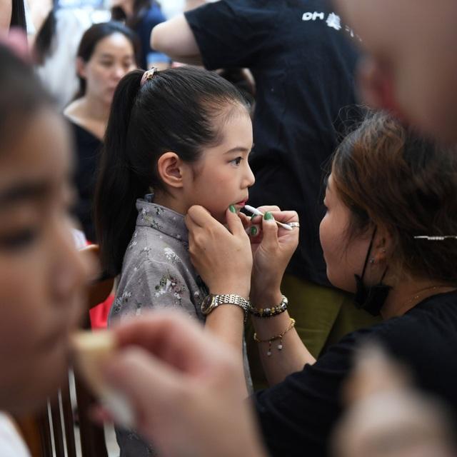 Góc nhìn cận cảnh vào công việc làm người mẫu thời trang của trẻ nhỏ - Ảnh minh hoạ 5