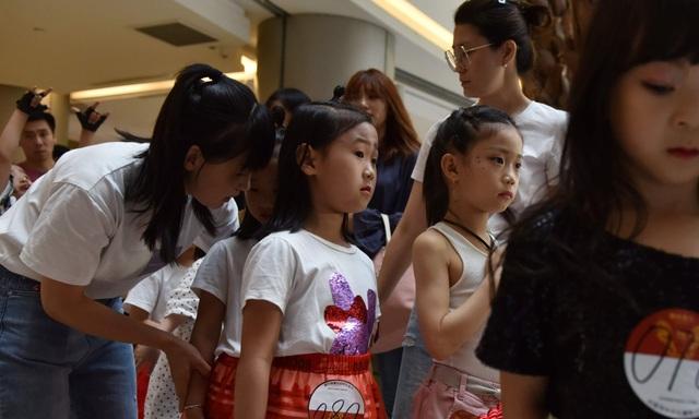 Góc nhìn cận cảnh vào công việc làm người mẫu thời trang của trẻ nhỏ - Ảnh minh hoạ 14