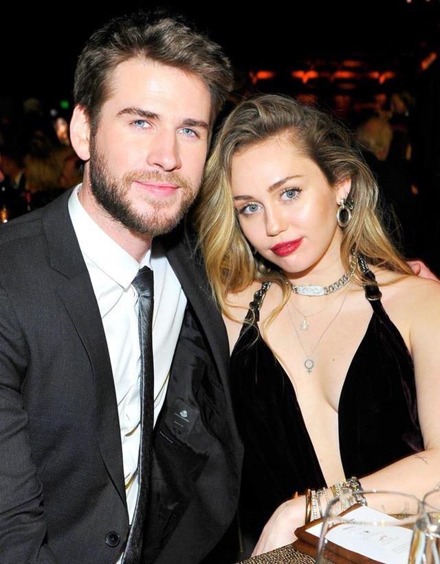 Miley Cyrus chia tay chồng sau gần 1 năm kết hôn - 5