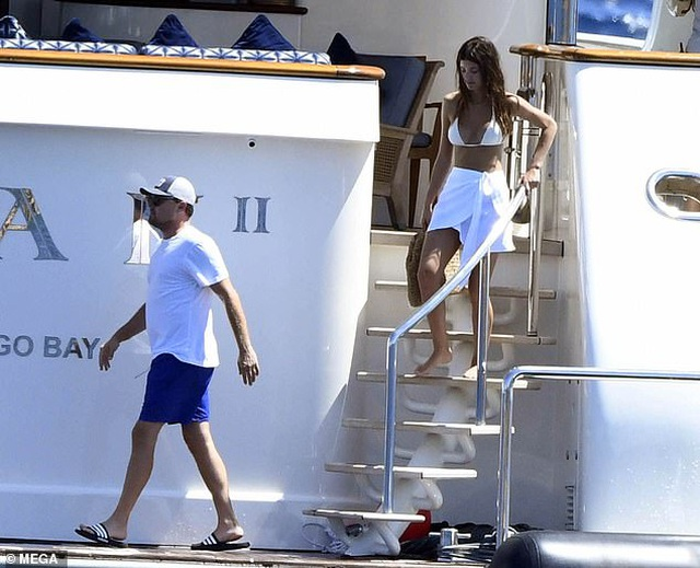 Leonardo DiCaprio và bạn gái tình tứ trên du thuyền - 4