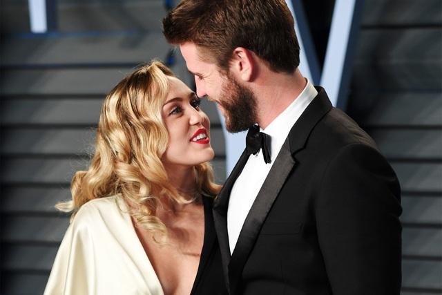 Miley Cyrus chia tay chồng sau gần 1 năm kết hôn - 4
