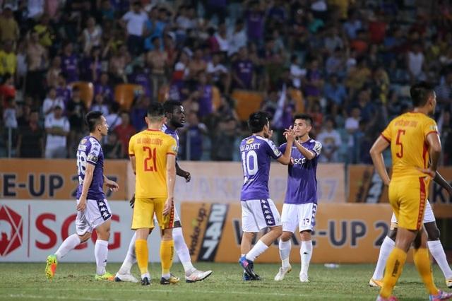 Vì sao HLV Park Hang Seo không gọi Văn Quyết lên đội tuyển Việt Nam?