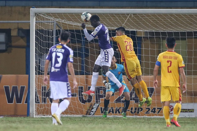 Thắng đậm Thanh Hoá, CLB Hà Nội giữ vững ngôi đầu V-League - 2