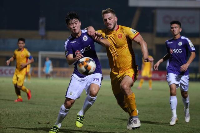 Thắng đậm Thanh Hoá, CLB Hà Nội giữ vững ngôi đầu V-League - 1
