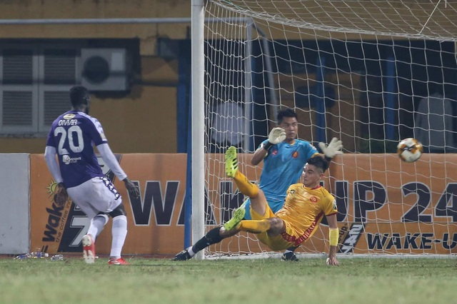 Thắng đậm Thanh Hoá, CLB Hà Nội giữ vững ngôi đầu V-League - 3