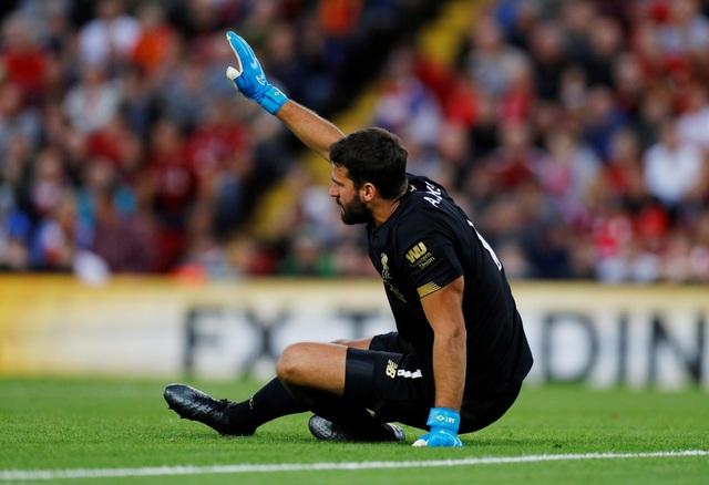 Liverpool nhận tin dữ về thủ môn Alisson ngay khi mùa giải vừa bắt đầu - 1