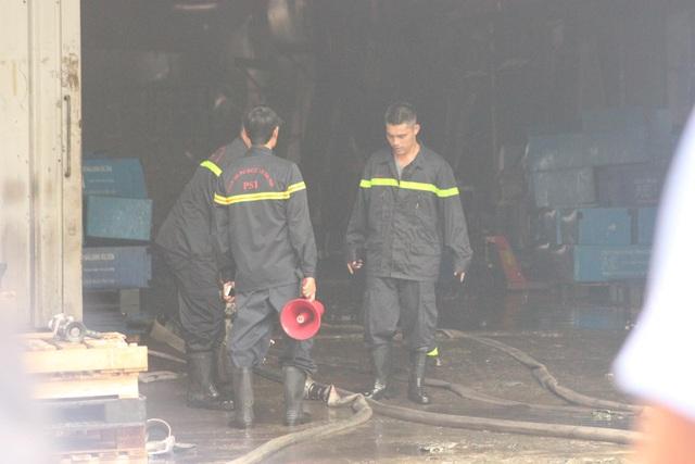 Hiện trường kho xưởng bị cháy gần trung tâm thương mại Aeon Mall Long Biên - 6