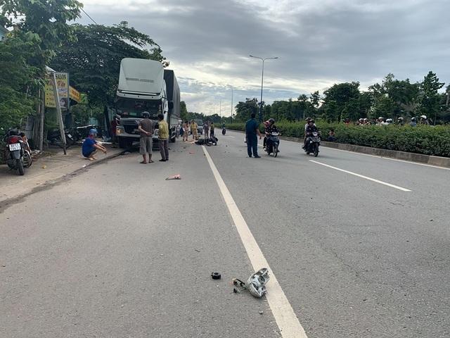 Tông vào xe tải đang dừng sửa chữa bên đường,  nam thanh niên tử vong tại chỗ - 2