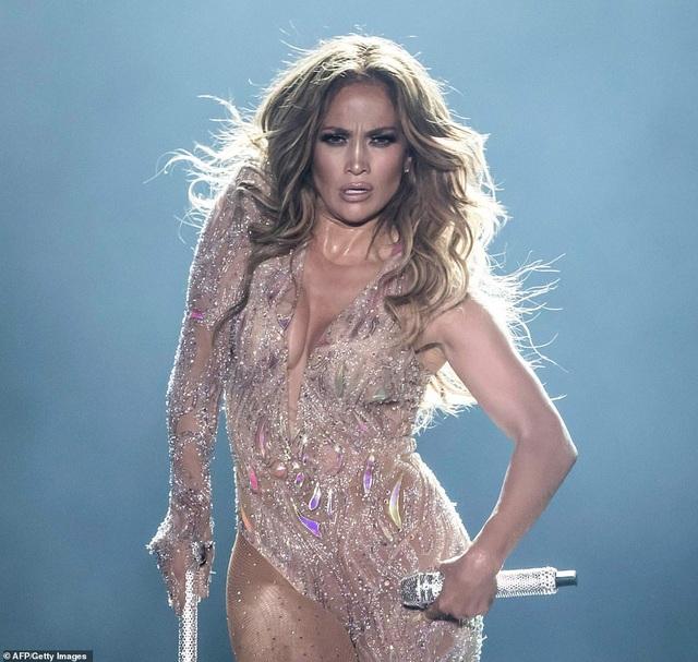 Jennifer Lopez đốt cháy sân khấu với vũ điệu và trang phục bốc lửa - 5