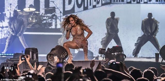 Jennifer Lopez đốt cháy sân khấu với vũ điệu và trang phục bốc lửa - 20