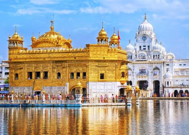 """""""Lóa mắt"""" ngôi đền bằng vàng bên hồ nước thiêng, phục vụ 100.000 suất ăn miễn phí mỗi ngày - 2"""