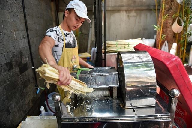 """""""Độc chiêu"""" pha nước mía với sầu riêng giúp chủ quán 8x ở Hà Nội thu lãi trăm triệu đồng/tháng - 1"""