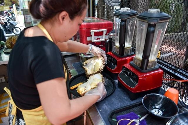 """""""Độc chiêu"""" pha nước mía với sầu riêng giúp chủ quán 8x ở Hà Nội thu lãi trăm triệu đồng/tháng - 2"""