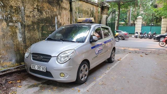 """""""Chặt chém"""" khách Tây 450 nghìn, tài xế taxi bị phạt 9 triệu đồng - 2"""