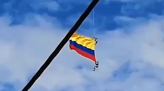 Quân nhân Colombia thiệt mạng vì rơi khi đu dây từ trực thăng - 1