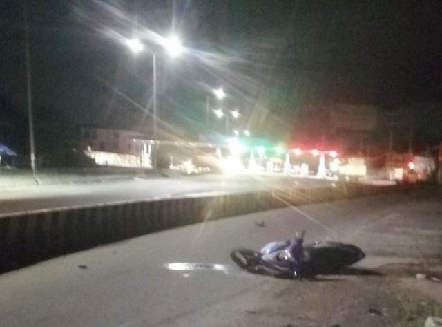 Hai thượng úy cảnh sát cơ động lao xe vào dải phân cách, tử vong - 1