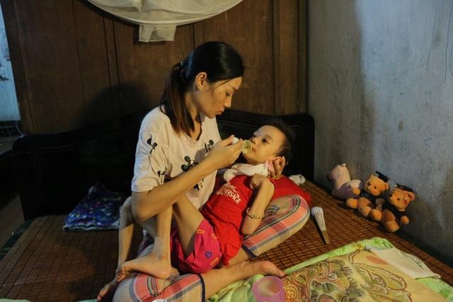 Xót thương bé gái đang khoẻ mạnh bỗng đổ bệnh lạ người chỉ còn da bọc xương - 11