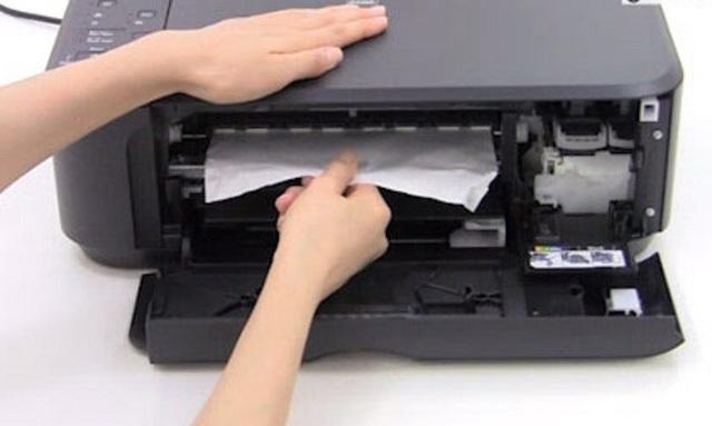 Chiếc máy in của con lộ toàn ảnh sex, chú thợ sửa cứu nguy tài tình - 1