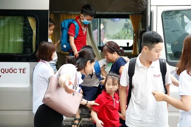 Vụ học sinh tử vong nghi bị quên trên xe: Phụ huynh Gateway bàng hoàng, tính chuyển trường cho con - 2