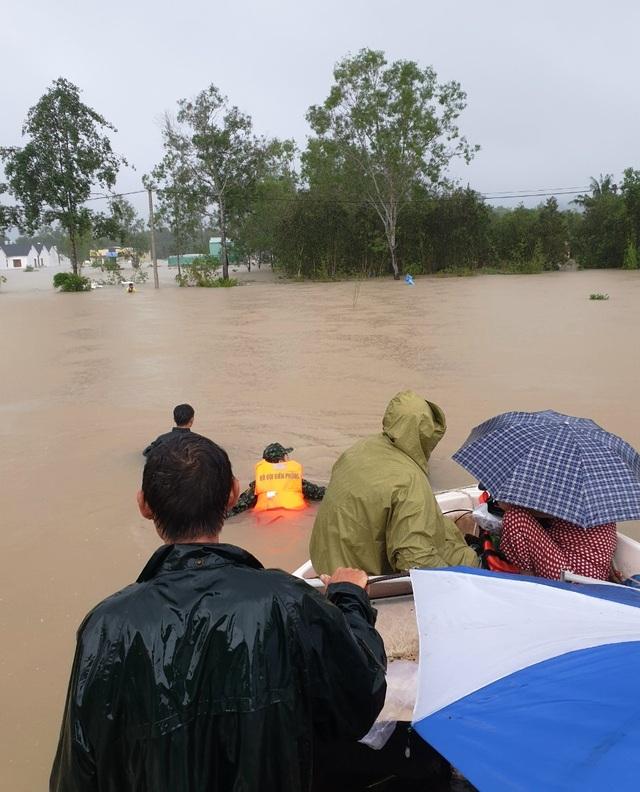 Nhìn lại 10 ngày đảo ngọc Phú Quốc quay cuồng trong trận lũ lụt chưa từng có - 13