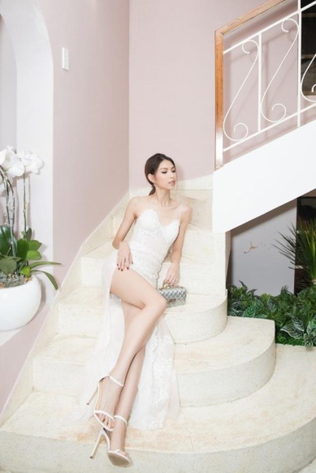Hoa hậu Kỳ Duyên, Tóc Tiên diện váy xẻ sâu khoe vòng 1 - 6