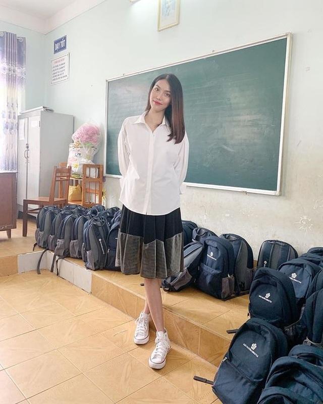Hoa hậu Kỳ Duyên, Tóc Tiên diện váy xẻ sâu khoe vòng 1 - 10