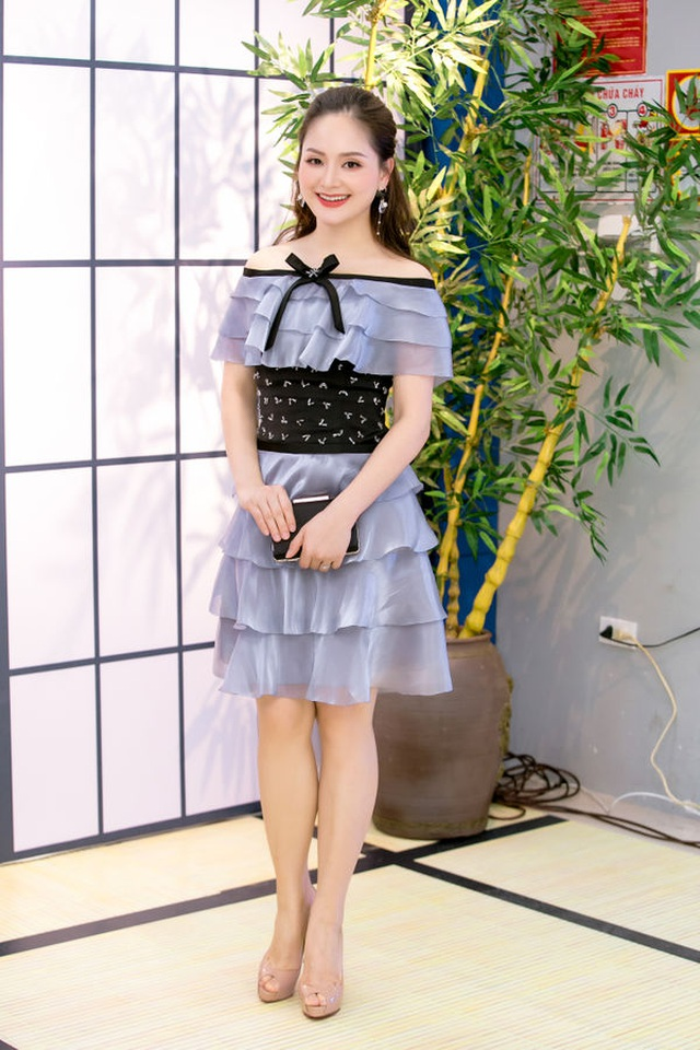 Hoa hậu Kỳ Duyên, Tóc Tiên diện váy xẻ sâu khoe vòng 1 - 11