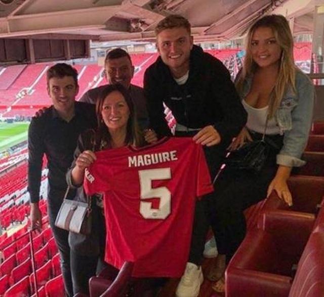 """Vị hôn thê xinh đẹp của Maguire """"tỏa sáng"""" trong ngày MU đại thắng Chelsea - 2"""