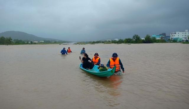 Nhìn lại 10 ngày đảo ngọc Phú Quốc quay cuồng trong trận lũ lụt chưa từng có - 15