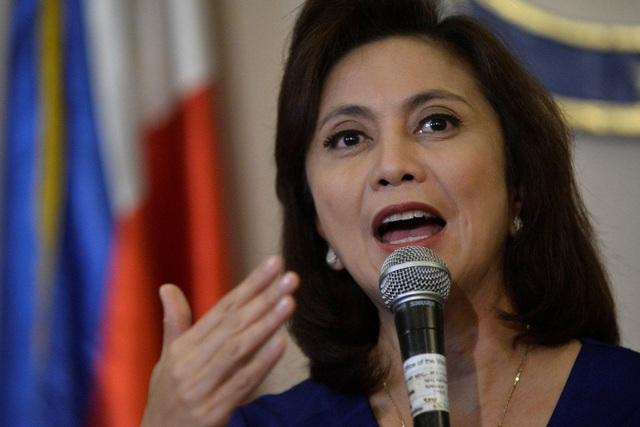 Phó Tổng thống Philippines kêu gọi ông Tổng thống Duterte cứng rắn hơn với Trung Quốc - 1