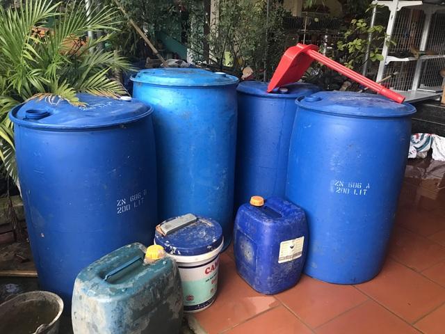 Lũ rút, dân đi cả trăm cây số tìm nước sạch - 2