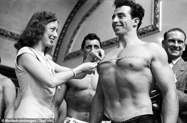 """""""Điệp viên 007"""" Sean Connery từng đi thi Mr Universe khoe cơ bắp lực lưỡng - 2"""